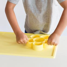 Ezpz Flower Playmat in Lemon