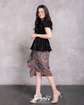 CA.1165 BLACK DELANCY LACE BATIK TOP